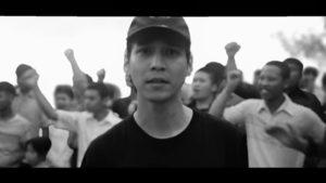 軍主導の政権批判動画が大人気